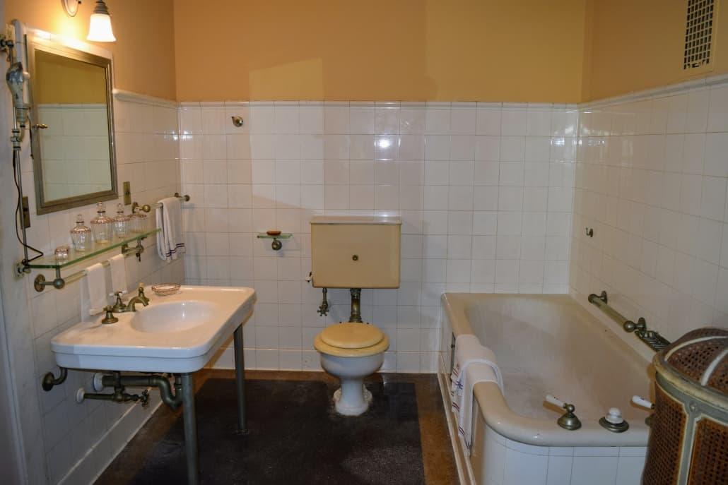 Villa Vizcaya Old Bathroom